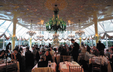 NEW YORK - DECEMBER 30:  Diners eat lunch in the Crystal Room of venerable Manhattan restaurant Tavern on the Green December 30, 2009 in New York City. Tavern on the Green, located in New York's Central Park, will shut down after a final New Year's Eve dinner after 75 years in business and it's famous chandeliers and other valuables are slated for auction.  (Photo by Chris Hondros/Getty Images)